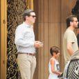 Scott Disick et son fils Mason à la sortie de Barney's New York à Beverly Hills, le 20 juin 2016.