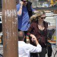Kate Moss et son compagnon Nikolai von Bismarck arrivent à Venise, le 27 juin 2016.