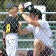 Dennis Quaid et Kimberly Buffington accompagnaient le 18 mars 2013 leur fils Thomas, 5 ans, à son match de baseball, dans le quartier de Brentwood, à Los Angeles.