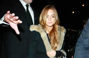 REPORTAGE PHOTOS : Lindsay Lohan et Samantha Ronson... petites mines à leur arrivée à Londres... y a du mou ?