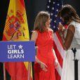 """La reine Letizia d'Espagne et la première dame des Etats-Unis Michelle Obama lors d'une conférence de presse de l'organisation """"Let Girls Learn"""" à Madrid. Le 30 juin 2016"""