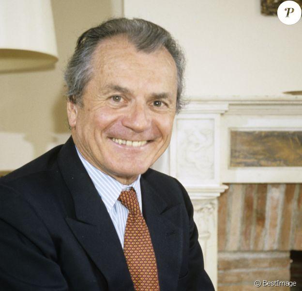 Archives - Maurice Cazeneuve (directeur de TELE-UNION) chez lui en septembre 1986