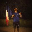 Théo Griezmann pose avec le maillot de la France, le 4 juillet 2016.