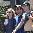 Exclusif - Chloë Grace Moretz et son compagnon Brooklyn Beckham se promènent avec un ami dans les rues de Los Angeles, le 2 juillet 2016