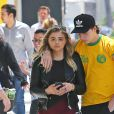 Chloë Grace Moretz et son compagnon Brooklyn Beckham se promènent main dans la main dans les rues de Beverly Hills. Les amoureux sont allés dans un centre dermatologique et ont ensuite déjeuné au restaurant Sugar Fish. le 30 juin 2016