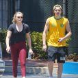 Exclusif - Chloë Grace Moretz et son compagnon Brooklyn Beckham font du sport en amoureux à Los Angeles, le 26 juin 2016 For germany call for price Exclusive - ouple Chloe Grace Moretz and Brooklyn Beckham spotted working out together in Los Angeles, California on June 26, 2016. The pair were worn out after their 3 hour workout.26/06/2016 - Los Angeles