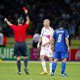 Zinédine Zidane expulsé par l'arbitre Horacio Elizondole 9 juillet 2006 lors de la finale de la Coupe du Monde 2006 à Berlin
