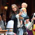 Exclusif - Liv Tyler, enceinte avec son fils Sailor son père Steven Tyler et ses petits enfants Milo Langdon et Sailor Gardner se promènent à New York le 23 juin 2016.
