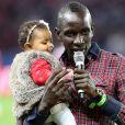 Mamadou Sakho et sa fille Aida - Match de football Psg - Monaco au Parc des Princes - Le 22 septembre 2013.