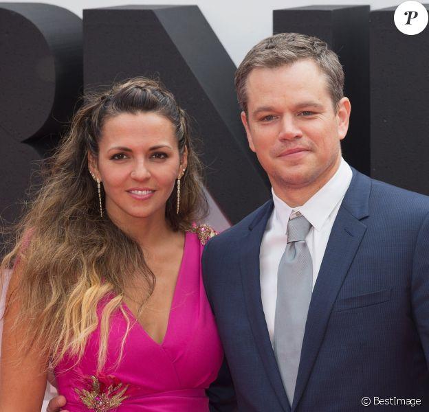 """Matt Damon et sa femme Luciana Barroso arrivant à la 1ère avant-première européenne """"Jason Bourne"""" au Odeon, Leicester Square à Londres, le 11 juillet 2016."""