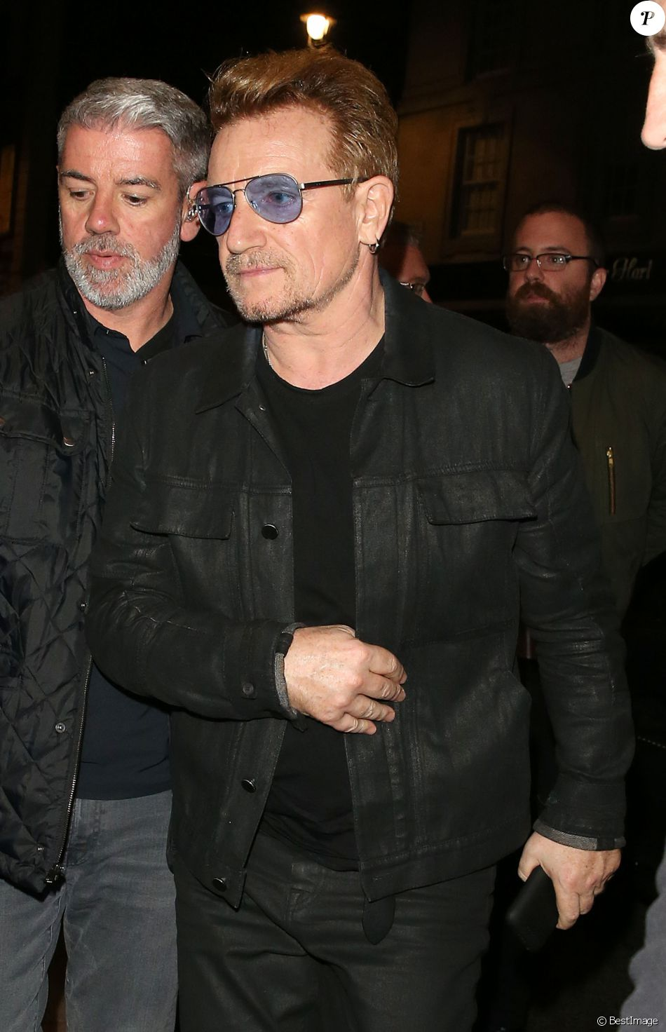 bono groupe u2 exclusif people la sortie de l 39 after party de u2 londres le 30. Black Bedroom Furniture Sets. Home Design Ideas