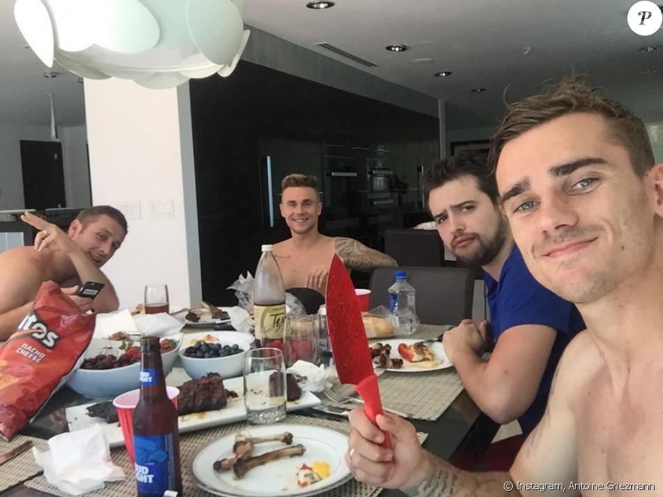 Antoine Griezmann en vacances en Californie avec ses amies, le 20 juillet 2016.