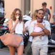 John Legend, sa femme Chrissy Teigen et leur petite fille Luna se promènent sur le port de Saint-Tropez, le 25 juillet 2016.