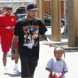 Tyga emmène son fils King Cairo Stevenson déjeuner au restaurant Genwa Korean BBQ avec des amis à Los Angeles, le 19 juillet 2016.