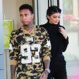 Kylie Jenner et son petit ami Tyga font du shopping au Westfield Mall à Woodland Hills, le 6 octobre 2015