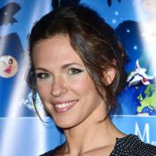 Lorie Pester : Sirène souriante dans sa piscine, la comédienne se repose