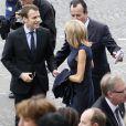 Le ministre de l'économie, de l'industrie et du numérique Emmanuel Macron et sa femme Brigitte Trogneux assistent au défilé du 14 juillet 2016, place de la Concorde, à Paris, le 14 juillet 2016. © Alain Guizard/Bestimage