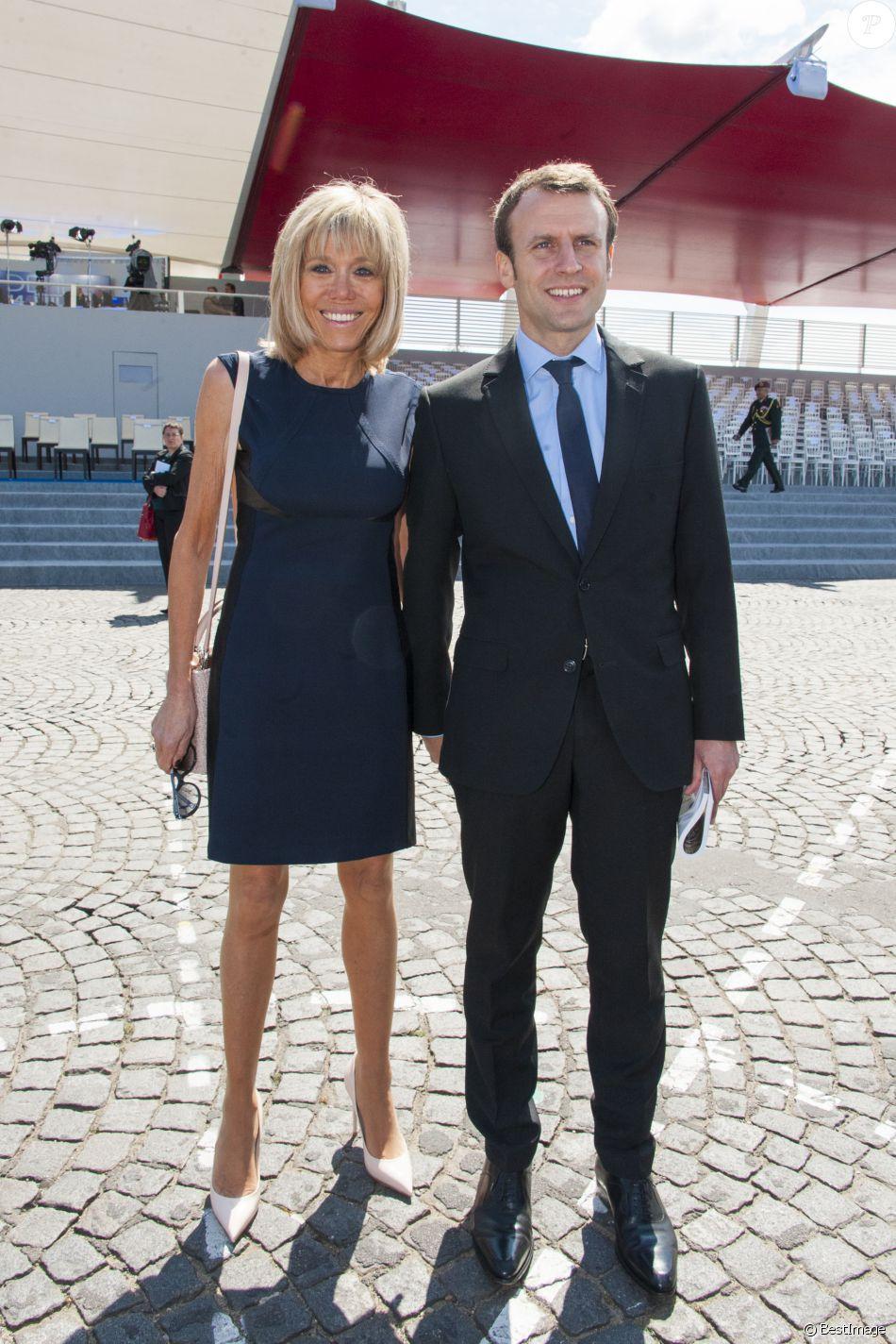 Emmanuel Macron Et Sa Femme Brigitte Trogneux Lors Du Defile Du 14 Juillet Fete Nationale Place De La Concorde A Paris Le 14 Juillet 2016 Le Defile Milita Purepeople