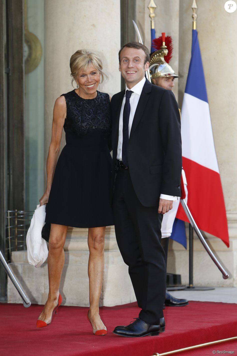 emmanuel macron et sa femme brigitte trogneux d ner d 39 tat en l 39 honneur du couple royal d. Black Bedroom Furniture Sets. Home Design Ideas