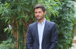 "Christophe Beaugrand en deuil : Son ""amie Choraly"" morte d'un cancer"