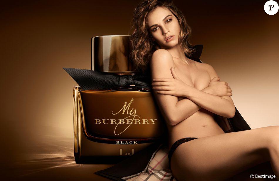 Lily James Est Légérie Du Parfum My Burberry Black De Burberry