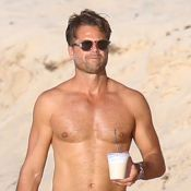 """David Charvet : 44 ans et toujours aussi sexy, 20 ans après """"Alerte à Malibu"""""""