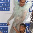Beyoncé Knowles et sa fille Blue Ivy Carter - Photocall des MTV Video Music Awards 2016 au Madison Square Garden à New York. Le 28 août 2016