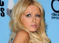REPORTAGE PHOTO : Paris Hilton n'a plus d'argent pour s'acheter une robe... entière !