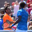 Marcos Baghdatis félicite Gaël Monfils après la victoire du Français en huitième de finale de l'US Open le 4 septembre 2016 à New York.