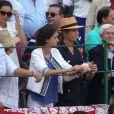 L'infante Elena d'Espagne, le bras dans le plâtre suite à une chute de cheval, a assisté avec sa fille Victoria le 4 septembre 2016 aux arènes de Valladolid à une corrida dédiée à la mémoire du matador Victor Barrio, mort dans l'arène à Teruel le 9 juillet.