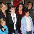 """Rosie O'Donnell et son ex-compagne Kelli O'Donnell avec leurs quatre enfants Parker, Chelsea, Blake et Vivienne lors de la projection """"A Family Is a Family Is a Family: A Rosie O'Donnell Celebration"""" à New york, le 16 décembre 2015"""