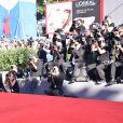 """Lily Rose Depp (robe Chanel, talons orné d'un serpent Chanel) à la première de """"Planetarium"""" lors du 73ème Festival du Film de Venise, le 8 septembre 2016."""