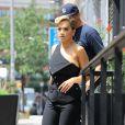 Rita Ora sort d'un immeuble New York, le 8 août 2016. Rita Ora qui aurait de vu sur Lewis Hamilton, selon la rumeur, ont passé la soirée de vendredi ensemble.