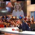Yann Barthès sur le plateau du Quotidien en conversation téléphonique avec Vanessa Paradis pour sa première émission sur TMC - 12 septembre 2016