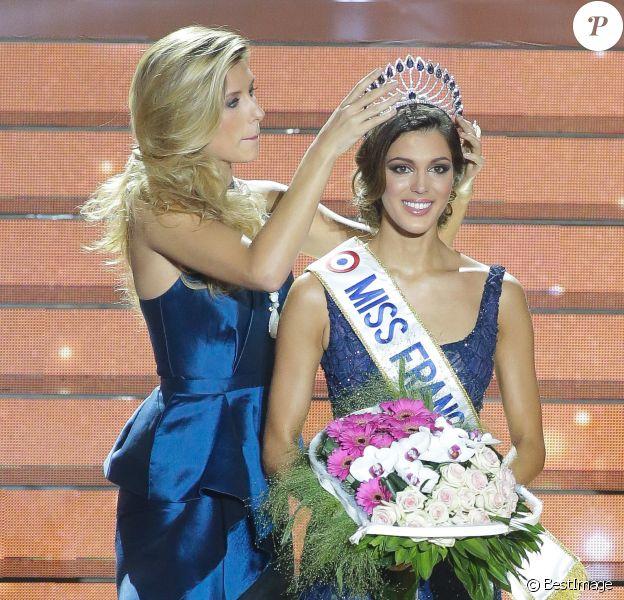 Iris Mittenaere, Miss France 2016, Sylvie Tellier, Miss France 2002, Camille Cerf, Miss France 2015 - Iris Mittenaere, Miss Nord-Pas-de-Calais élue Miss France 2016 lors du concours organisé à Lille, le 19 décembre 2015.