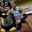 Pascal Martinot-Lagarde félicité par Petr Svoboda après sa victoire sur 60m haies lors des championnats d'Europe de Prague le 6 mars 2015.