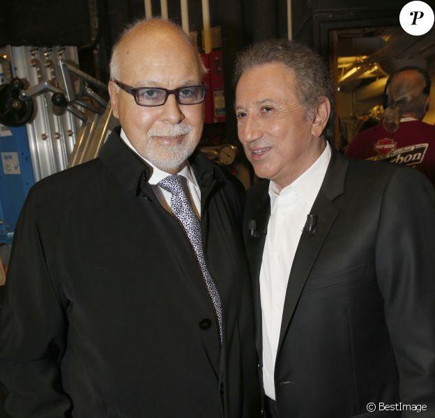 """René Angélil et Michel Drucker - Céline Dion chante lors de l'enregistrement de l'émission """"Vivement dimanche"""" au Studio Gabriel à Paris le 13 novembre 2013."""