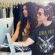 Kim Kardashian en pleine séance de shopping à Miami Kim, entourée de ses deux soeurs Khloé et Kourtney ainsi que son meilleur ami Jonathan Chetan. Le 16 septembre 2016
