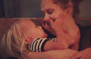 Teresa Palmer enceinte : Chouchoutée par son fils, la future maman rayonne