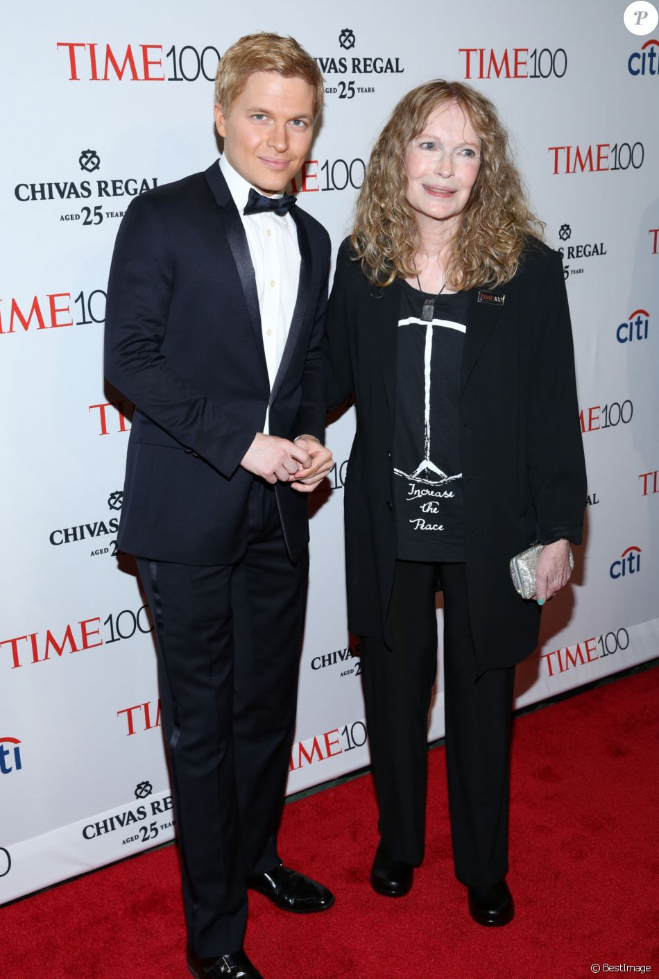 "Mia Farrow et son fils Ronan Farrow - People à la soirée ""Time 100"" à New York, le 21 avril 2015."