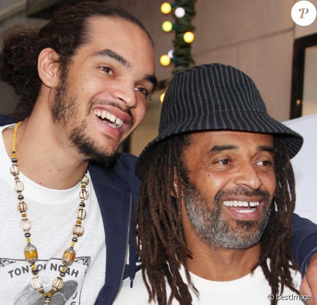 Yannick Noah et son fils Joakim à Paris le 1er juin 2010.