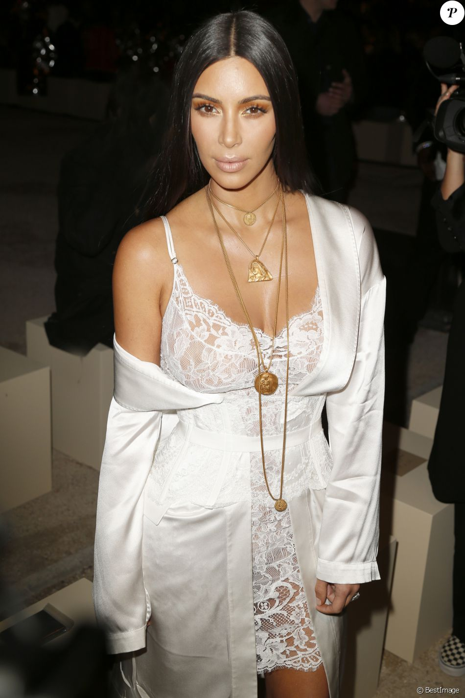 "Kim Kardashian au défilé de mode ""Givenchy"", collection prêt-à-porter Printemps-Eté 2017 lors de la Fashion Week de Paris, France, le 2 Octobre 2016"