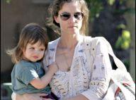 REPORTAGE PHOTOS : Amanda Peet, une maman câline pour sa trop jolie petite fille !