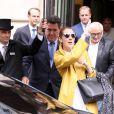 Céline Dion quitte son hôtel à Paris accompagnée de son nouveau manager Aldo Giampaolo le 21 juin 2016.