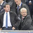 "Le Premier ministre Manuel Valls et Claude Bartolone au match de qualification pour la Coupe du Monde 2018, ""France-Bulgarie"" au Stade de France de Saint-Denis, le 7 octobre 2016"