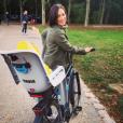 Nathalie Péchalt fait du vélo avec sa fille Jeanne le 9 octobre 2016.
