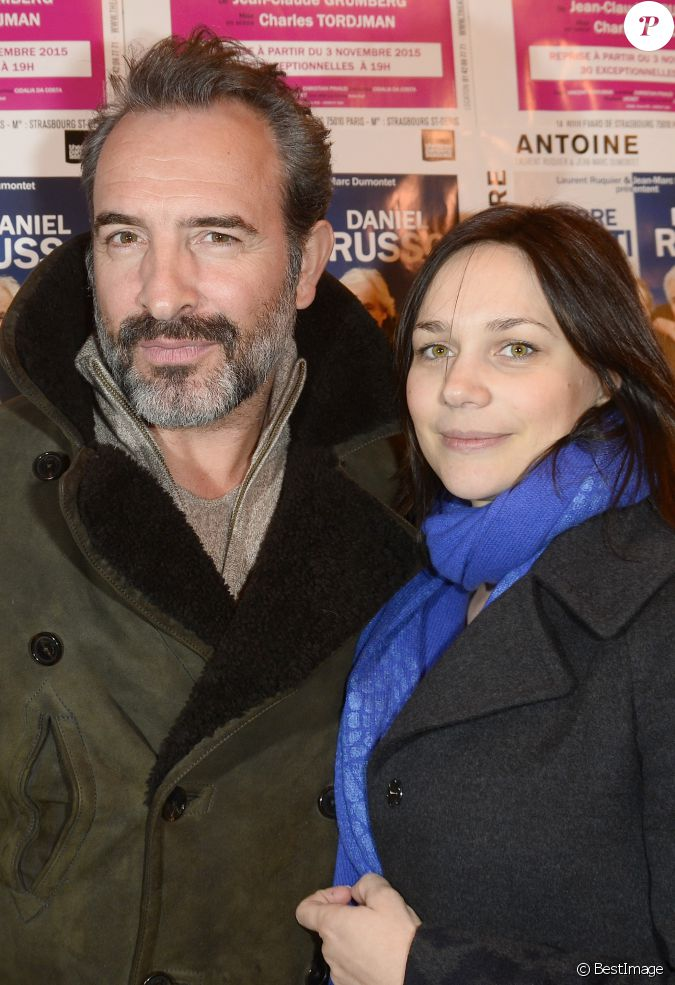 Jean dujardin et sa compagne nathalie p chalat lors du for Famille dujardin