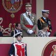 Le roi Felipe VI et la reine Letizia d'Espagne ont assisté le 12 octobre 2016 à Madrid au défilé militaire de la Fête nationale avec leurs filles la princesse Leonor des Asturies (manteau bleu) et l'infante Sofia d'Espagne (manteau rouge).