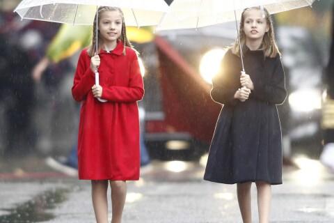 Leonor et Sofia d'Espagne: Auprès de Felipe et Letizia, la fête sous la pluie !