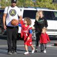 Exclusif - Kendra Wilkinson et son mari Hank Baskett emmènent leur fils Hank jouer au Basket, leur fille Alijah est également présente à Calabasa le 6 Février 2016. © CPA/BESTIMAGE